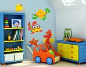 If your children love to swim and admire the sea life, then get them a kit of wall decals to decorate the baby or kids room. Explore the depths of the sea in the company of a little fish equipped with goggles, a starfish, a sea turtle, a ray and a seahorse.